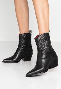 Bronx - JUKESON - Cowboy/biker ankle boot - black - 0