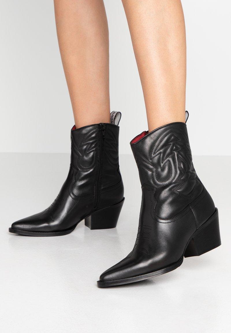 Bronx - JUKESON - Cowboy/biker ankle boot - black