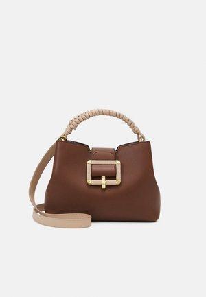 JANELLE - Handbag - cuero