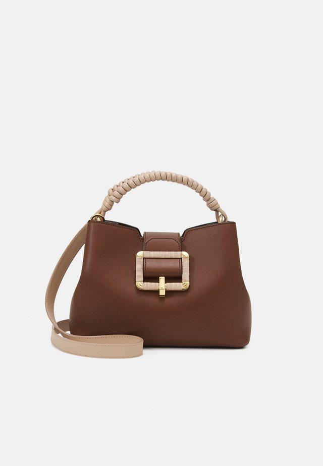 JANELLE - Handtasche - cuero