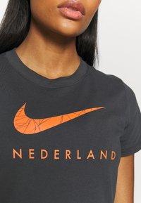 Nike Performance - NIEDERLANDE KNVB TEE GROUND - National team wear - anthracite - 5