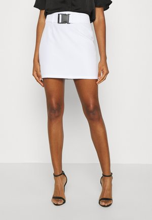 FESTIVAL EXCLUSIVE A LINE BUCKLE BELT SKIRT - Mini skirt - white