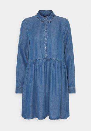 VMLIBBIE SHIRT DRESS - Denim dress - medium blue denim
