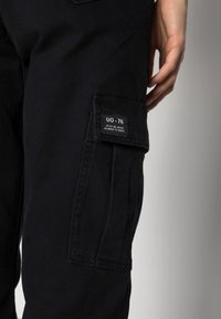 BDG Urban Outfitters - AUTHENTIC CARGO PANT - Cargo trousers - black - 4
