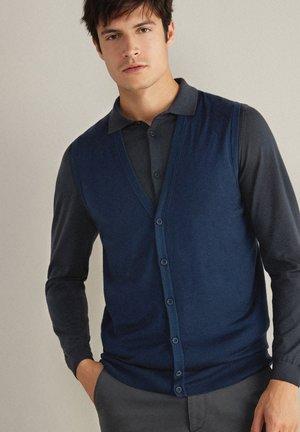 MIT KNÖPFEN - Waistcoat - bluette