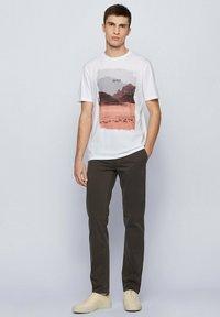 BOSS - TSUMMERY - T-shirt imprimé - natural - 1