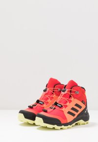 adidas Performance - TERREX MID GORE-TEX - Outdoorschoenen - shock red/core black/yellow tint - 3