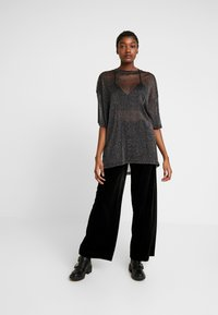 Monki - CISSI TEE  - T-shirts - black - 1