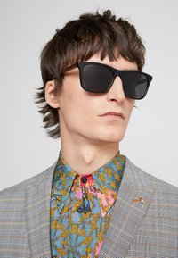 Gucci - Lunettes de soleil - black/grey - 1