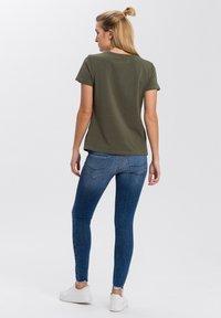 Cross Jeans - MIT ARM - Print T-shirt - khaki - 2