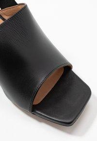 L'INTERVALLE - SCARLET - Sandaalit nilkkaremmillä - black - 2