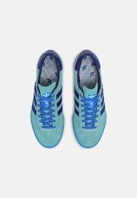 adidas Originals - JEANS UNISEX - Matalavartiset tennarit - mint ton/victory blue/blue - 3