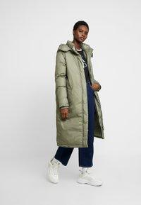 Calvin Klein - CRINKLED PUFFER COAT - Vinterkåpe / -frakk - green - 1