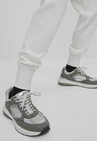 Bershka - Tracksuit bottoms - white - 3