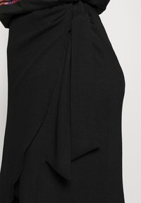 CAPSULE by Simply Be - TEXTURED WRAP SKIRT - Pencil skirt - black - 4