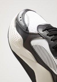 Puma - RS-X TECH - Sneakersy niskie - black/vaporous gray/white - 5