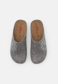 s.Oliver - Slippers - light grey - 5