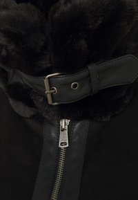 ONLY Petite - ONLJANICE BONDED AVIATOR - Winter jacket - black - 2