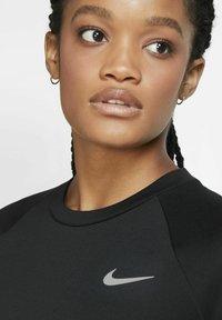 Nike Performance - PACER CREW - Treningsskjorter - black/black - 5