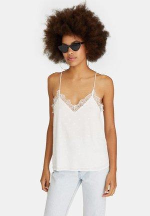 MIT SPITZENKANTE - Bluse - white
