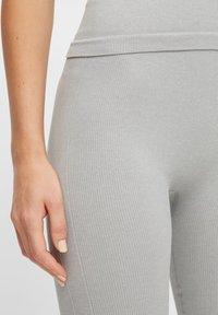 Pieces - NAHTLOSE - Leggings - grey melange - 3