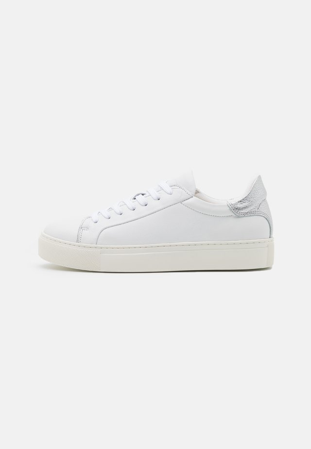 SLFDONNA NEW CONTRAST TRAINER - Sneaker low - silver