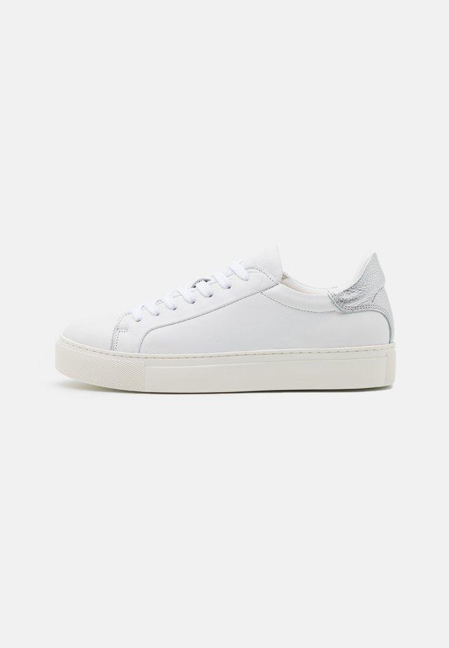 SLFDONNA NEW CONTRAST TRAINER - Sneakersy niskie - silver