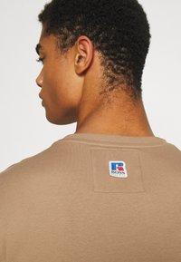 BOSS - BOSS X RUSSELL ATHLETIC - T-Shirt print - medium beige - 5
