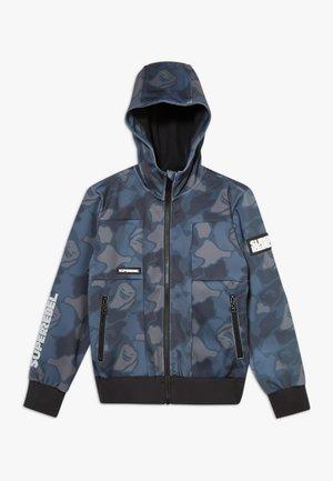 BOYS OUTDOOR FUNCTIONAL SOFT  - Softshellová bunda - camou grey blue