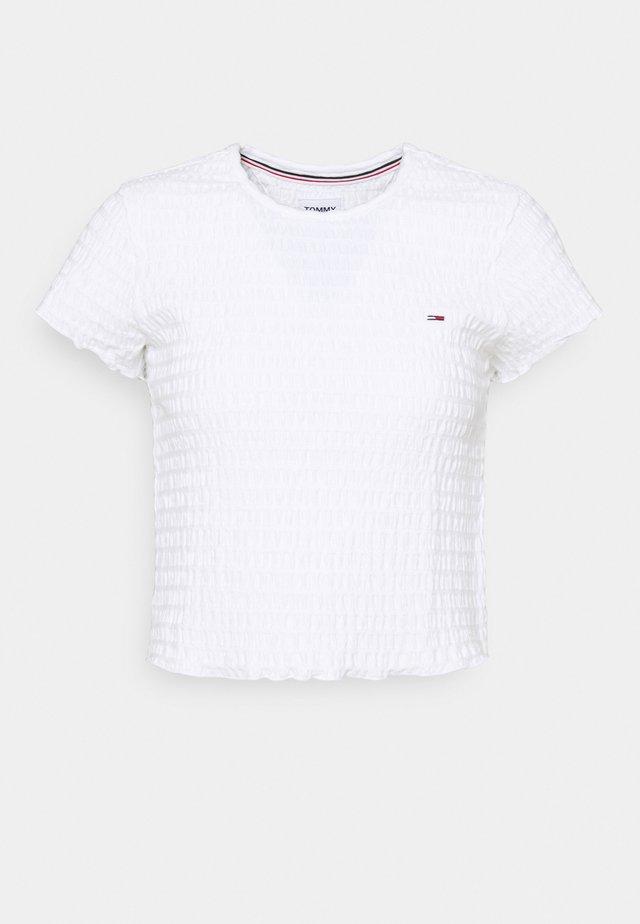 CROP SMOCK TEE - T-shirts med print - white