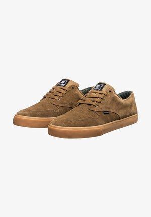 TOPAZ - Sneakers laag - breen gum
