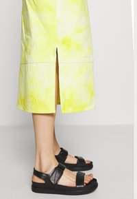 HOSBJERG - RINA DRESS - Robe d'été - yellow/white - 5
