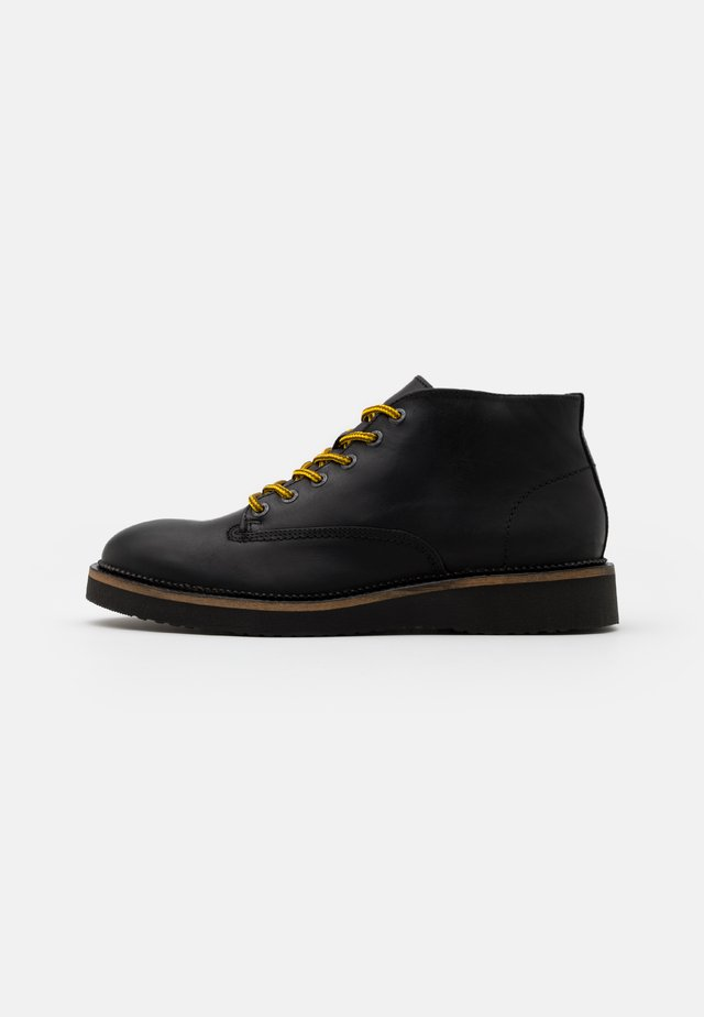 SLHTEO HIKING CHUKKA BOOT  - Stivaletti stringati - black