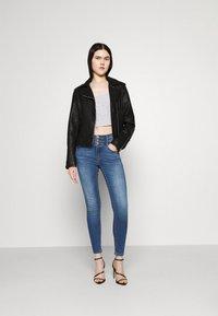 ONLY - ONLPAOLA TRIPLE WAIST LIFE ANK  - Jeans Skinny Fit - medium blue denim - 1