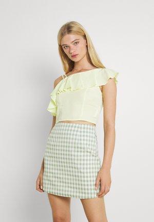 SARI - T-shirt imprimé - yellow