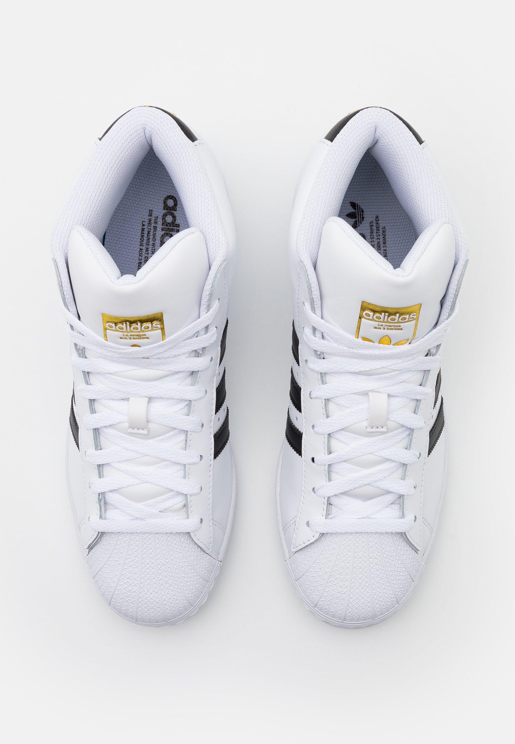 adidas Originals BASKETBALL INSPIRED SPORTS MID SHOES - Matalavartiset tennarit - footwear white/core black/gold vOI6q7Wo