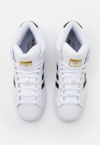 adidas Originals - BASKETBALL INSPIRED SPORTS MID SHOES - Sneakers - footwear white/core black/gold - 5