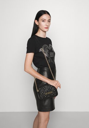 QUILTED DOME CHAIN CROSSBODY - Across body bag - nero