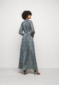 Temperley London - OCELOT PRINTED DRESS - Košilové šaty - powder blue - 2