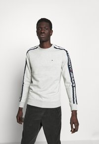Tommy Jeans - BRANDED TAPE CREW - Mikina - grey - 0