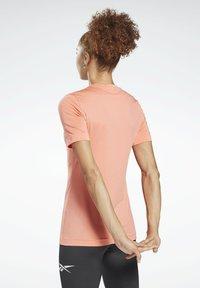 Reebok - WORKOUT READY SUPREMIUM TEE - T-shirts - red - 2
