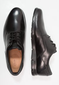 Clarks - VENNOR WALK - Casual lace-ups - black - 1
