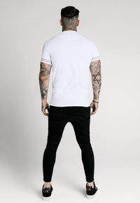 SIKSILK - ELEMENT GYM TEE - Basic T-shirt - white/gold - 2