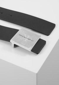 Calvin Klein Jeans - UNIFORM PLAQUE - Pásek - black - 2
