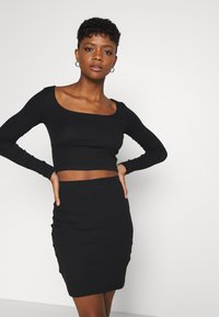 Even&Odd - SET - Boat neck long sleeves crop top with mini high waisted skirt - Minisukně - black - 3