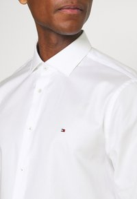 Tommy Hilfiger Tailored - SLIM FIT - Formal shirt - white - 4