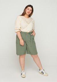 Zizzi - Shorts - green - 1