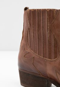 Felmini - WEST - Cowboy/biker ankle boot - uraco santiago - 2