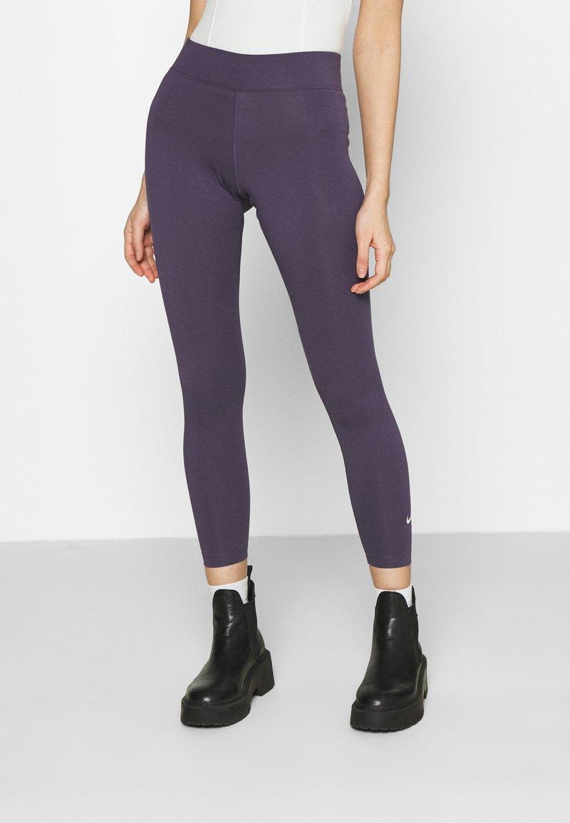Nike Sportswear - Leggingsit - dark raisin/white