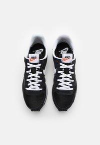 Nike Sportswear - CHALLENGER OG UNISEX - Sneakers - black/white - 5